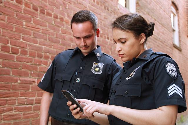 policistka a policista