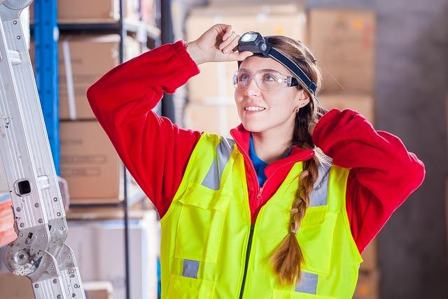 žena v pracovních oděvech