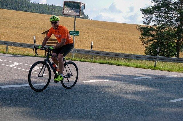 cyklista na silničním kole